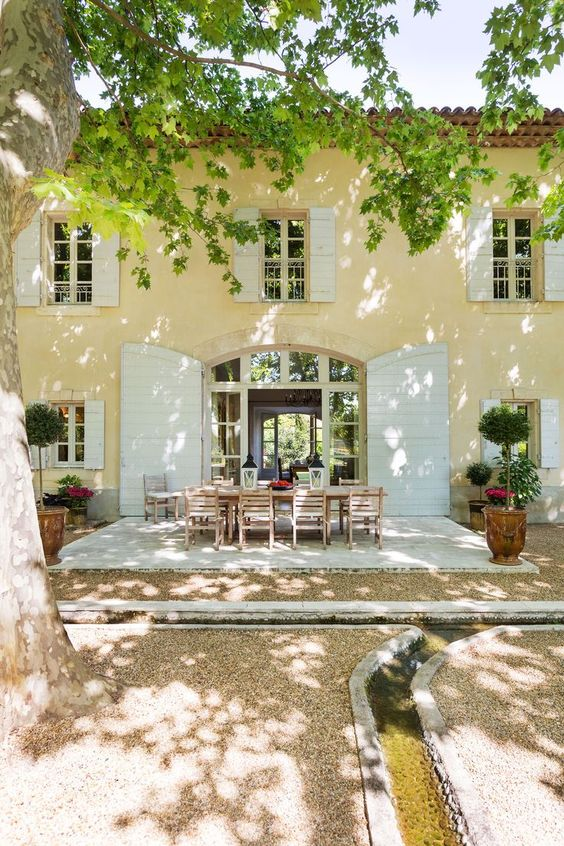 French-Country-Gardens-The-Enchanted-Home.co