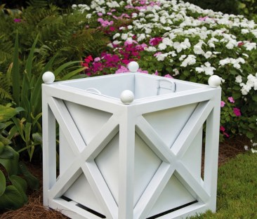 Our Seven Favorite White Garden Planters for this Spring!