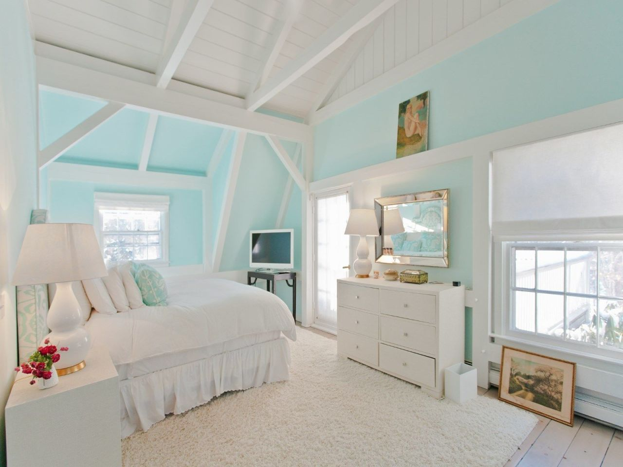 House Tour Inside Betsey Johnsons Subdued Hamptons