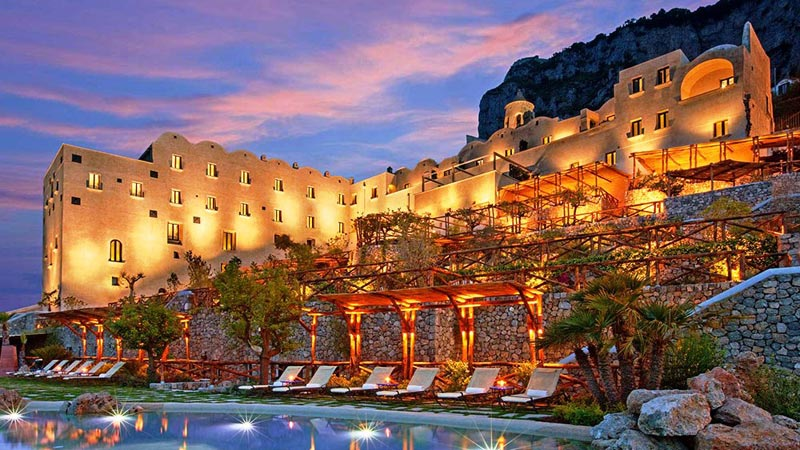 Monastero Santa Rosa spettacolare hotel sul mare nella