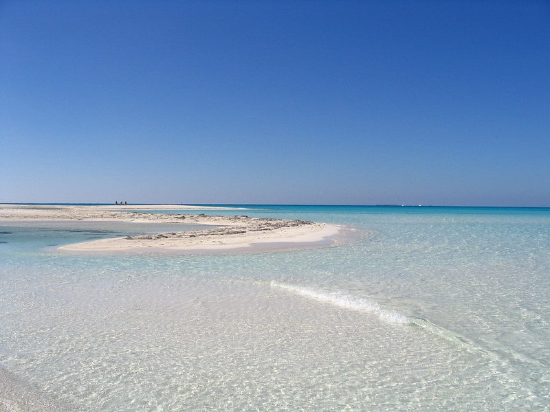 8 spiagge dal mare trasparente 4 in Italia e 4 allestero