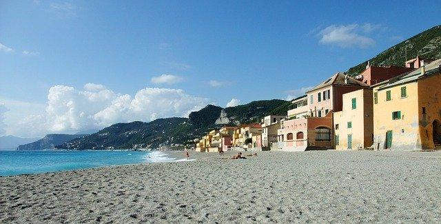 Le migliori spiagge di Finale Ligure  WePlaya
