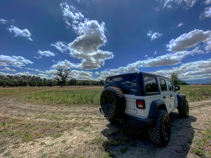 This Jeep Wrangler has a 4-cylinder turbo engine that gives it an enormous amount of power, great acceleration, and the ability to obtain 25mpg on the highway.
