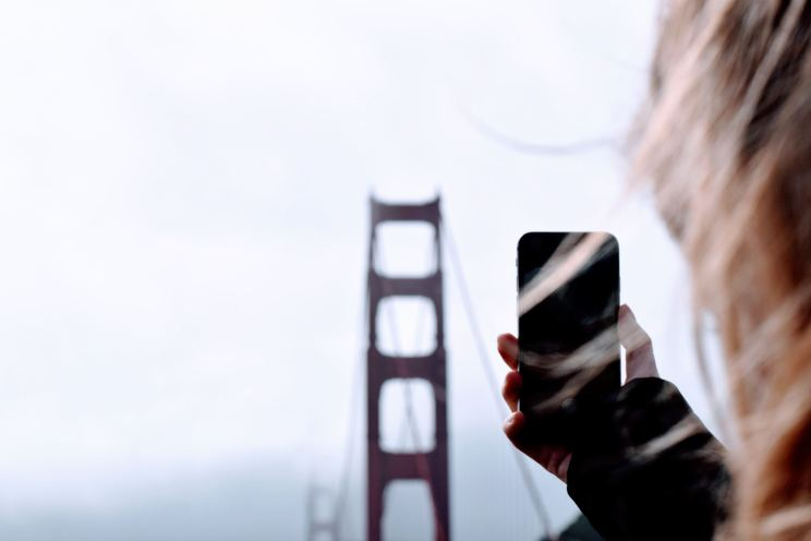 Oceanoid WordPress theme girl iphone