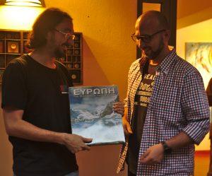 παραλαβή βραβείου φωτογραφικού άλμπουμ που δόθηκε τελικά με κλήρωση