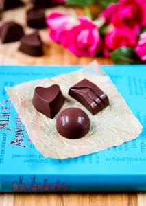 Raw Homemade Chocolates | If you are like me, you probably have a chocolate stash in your house on any given day... But have you ever tried making your own chocolates?? For busy moms with children underfoot, this recipe doesn't even require you to temper the chocolate. Winning! | WildernessFamilyNaturals.com