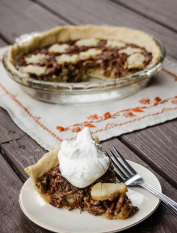 Naturally Sweetened Pecan Pie {no corn syrup!} | A pecan pie without corn syrup for the Thanksgiving table? Yes, please! This naturally sweetened pecan pie has that classic gooey texture, reminiscent of Grandma's and is no less delicious. This is a dessert you can feel good about baking and serving. | WildernessFamilyNaturals.com