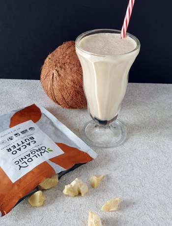 Need to satisfy a white chocolate craving pronto? This healthy Dairy-Free Coconut and White Chocolate Shake is packed full of healthy with a generous amount of delish! With the quick energy of MCTs and antioxidants of raw cacao butter, you can feel good about this vegan and Paleo shake for a quick snack or dessert!