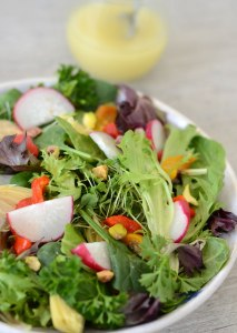 Mixed Greens Salad with Roasted Red Peppers {Paleo, Vegan, Low Carb}