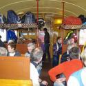 Fahrgäste im Aussichtswagen