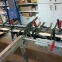 Schadhafte Teile des Rahmens werden erneuert und eingeklebt