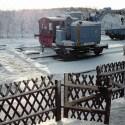 Der Dienstweg und die Weichen sind vom Schnee beräumt und der Arbeitszug ist fertig zur Abfahrt