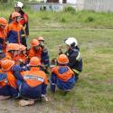 Einweisung der jungen Feuerwehrleute.