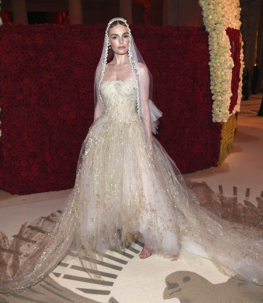 33286690c Blake Lively pulled a true Serena Van Der Woodsen donning double Versace in  a pre-gala robe followed by an elaborately regal creation that took over  600 ...