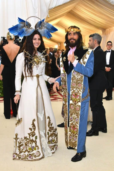 18db6e8676f714 GUCCI KING AND QUEEN Lana Del Rey and Jared Leto arrived in ornate custom  Gucci creations definitely leaving crowned king and queen of the Gala.