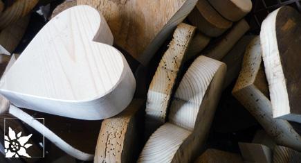 Holzherzen aus Tirol
