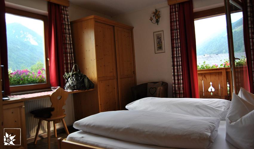 Zimmer 26 – Sportpension Bruggerhof Fulpmes