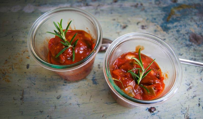 Fertiges selbst gemachtes Tomatenketchup