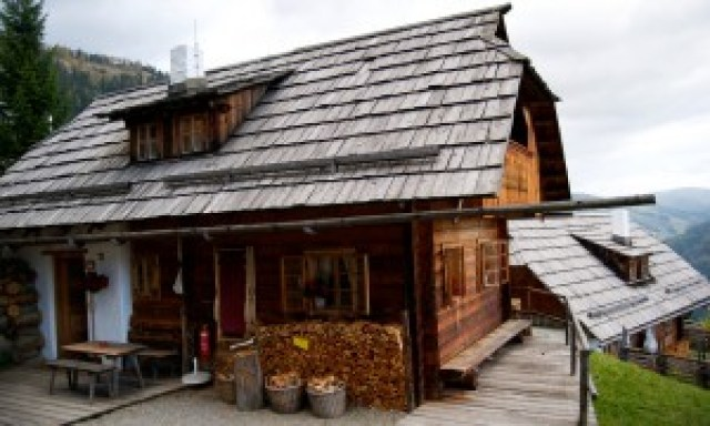 holzhuette-almdorf-seinerzeit