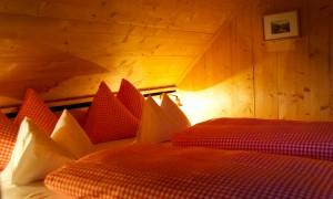 schlafzimmer-almdorf-seinerzeit