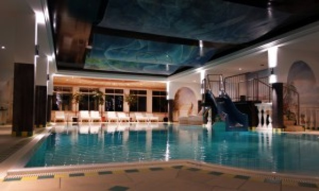 familienpool-wellnessresidenz-schalber