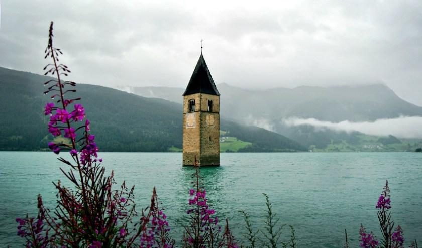 Turm im Stausee am Reschenpass