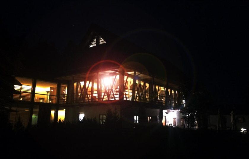 Vigilius Mountain Resort bei Nacht