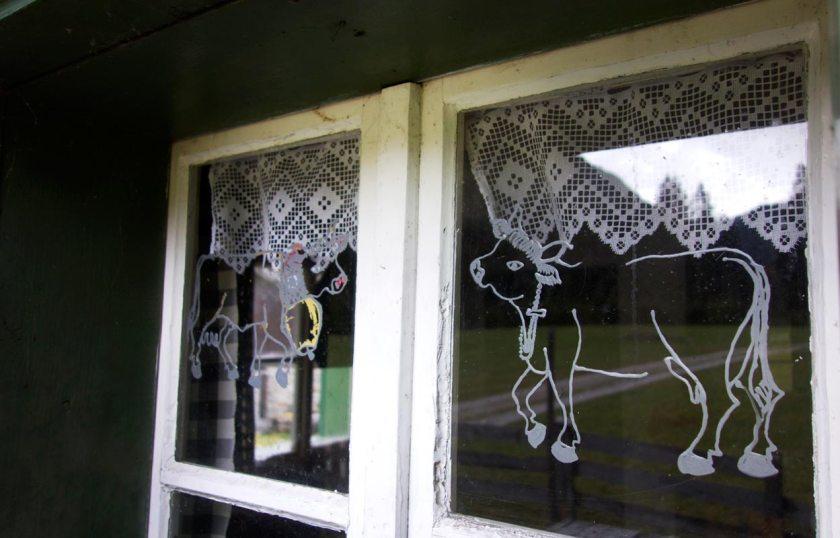 Fenster mit Kühen - Alte Tschangelair Alm Stubai