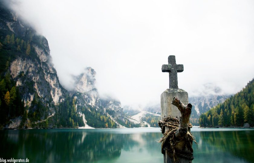 Kreuz am Pragser Wildsee - Südtirol