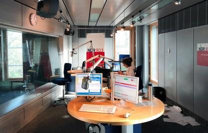 NDR Moderatorin Jacqueline Heemann im Studio