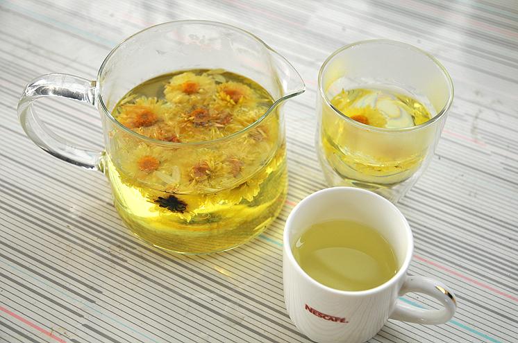 兩杯菊花茶
