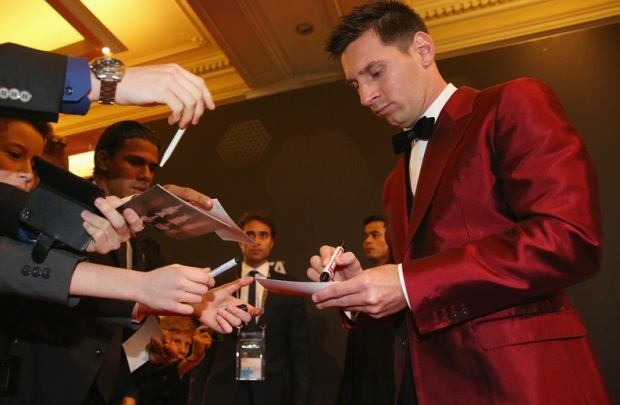 Messi-pink-suit