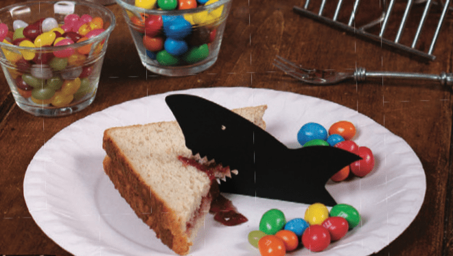 Tell your little ones that if they don\u0027t eat their sandwich Jaws will scarf it up and you\u0027re sure to get back empty plates. & MADE BY DAD: Shark Bite Paper Plate - Workman Publishing