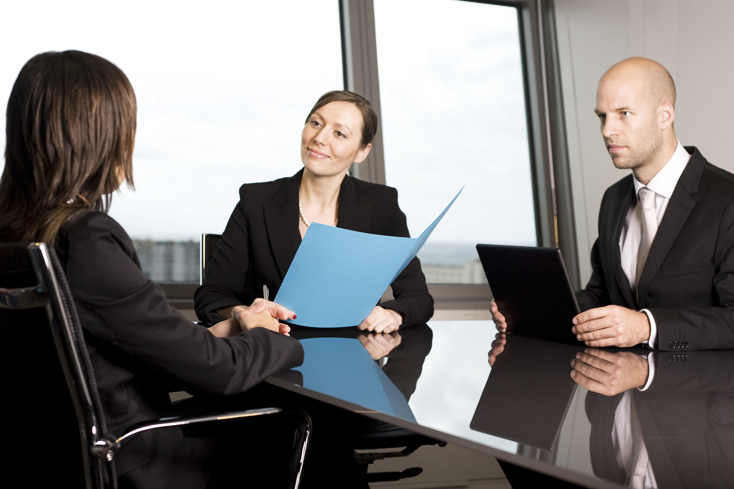 how to act during a job interview yasabe com blog when you finish the interview thank them for the opportunity and be sure you have their contact information on hand