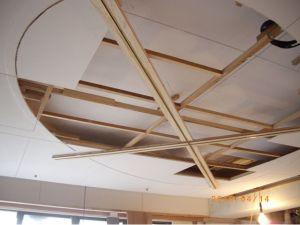 專業的橢圓型天花板施工-利用軌道來完成