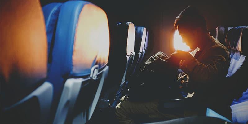 Precauciones a tener en cuenta al viajar con cigarrillos electrónicos en avión.