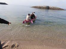 カヌーに乗って小さな無人島へ