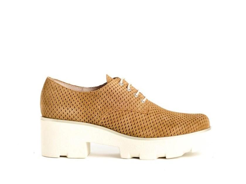 zapatos de piel color cuero con plataforma