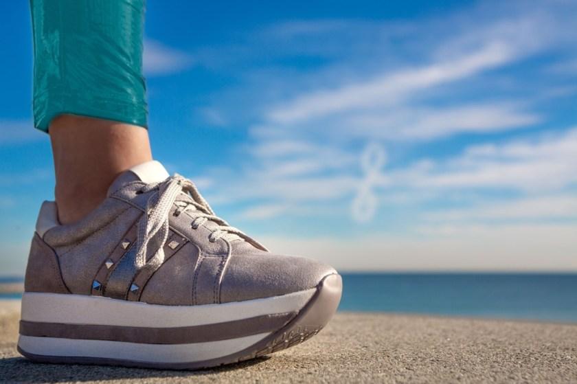 Sneakers o deportivas de triple suela blanca y marrón Funhouse J191041