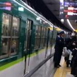 京阪電車朝から大騒ぎ