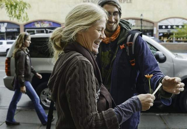 Nathan Ira: Random Acts of Gifting Flowers to Strangers