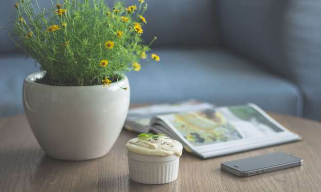 DIY: 10 Easy Flower Arrangements for Your Office Desk