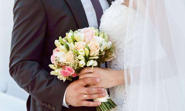 5 Valuable Tips for Saving Money on Wedding Flowers