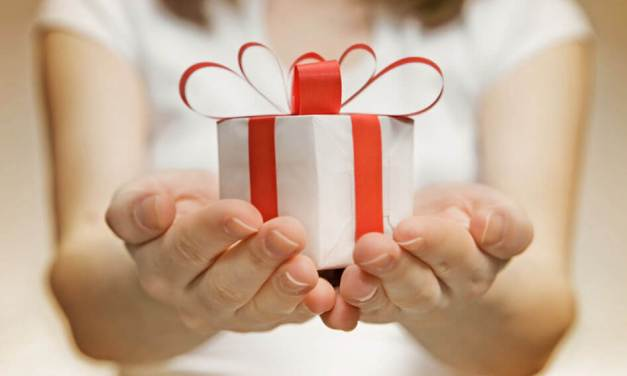 The Art of Giving: 8 Ways to Touch Someone's Life