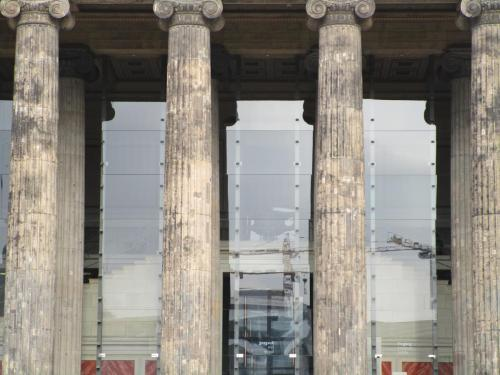 Altes Museum column closeup
