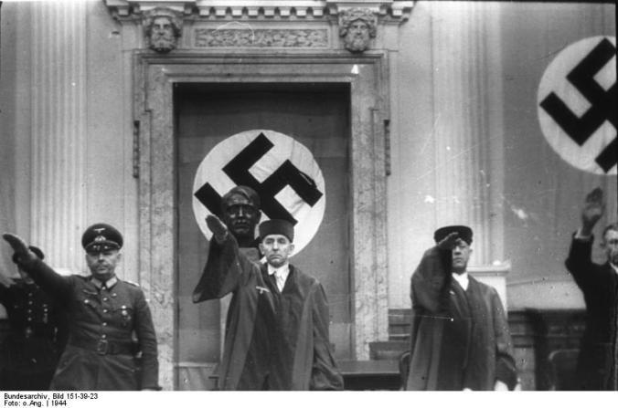 Bundesarchiv_Bild_151-39-23,_Volksgerichtshof,_Reinecke,_Freisler,_Lautz.jpg