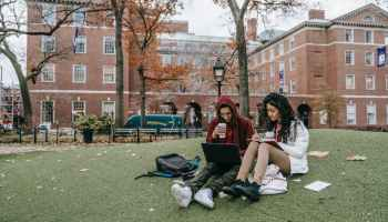 students' meal plan to save money in college
