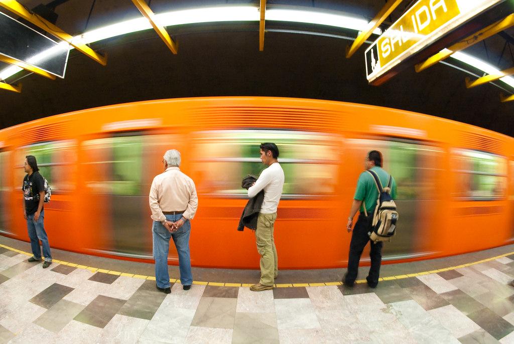 Para algunos, tomar el metro puede ser una tortura. Pero para otros, es un verdadero deleite. Aquí te contamos por qué.
