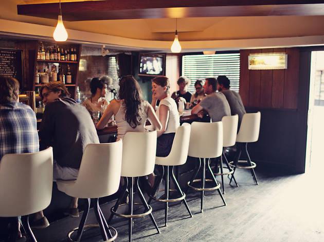 the commodore, bars in WIlliamsburg