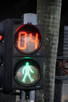 5247643650_4_traffic-light-robot-stop-light